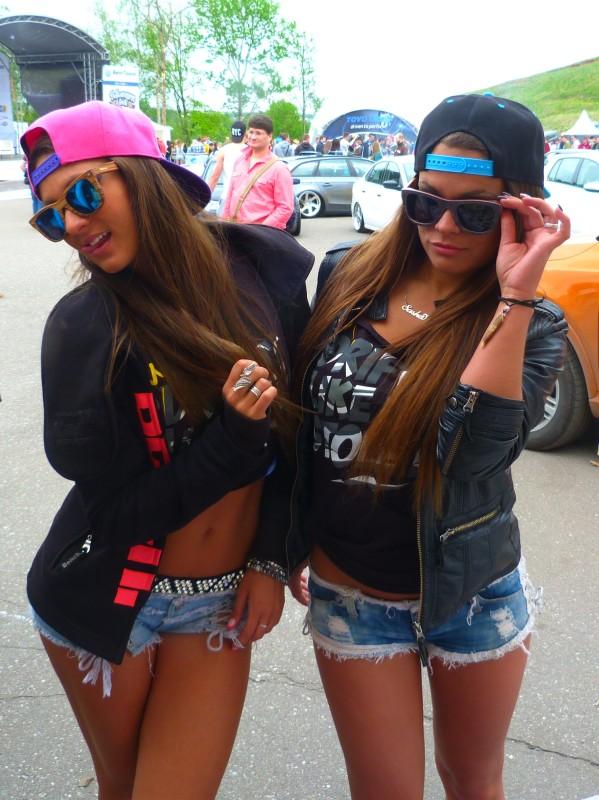 Девушки в очках Woodwedo