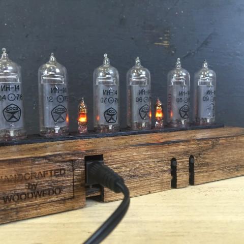 Ламповые часы Woodwedo — задняя часть